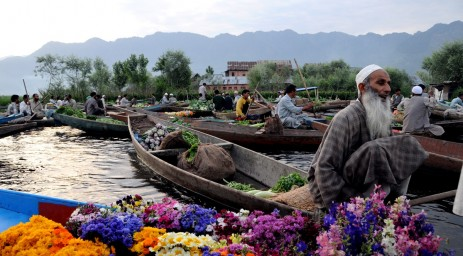 Floating vegetable market in Kashmir